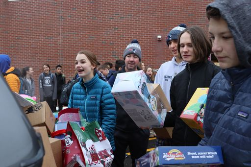 Simsbury Police and SHS Team Up to Make Holidays Bright